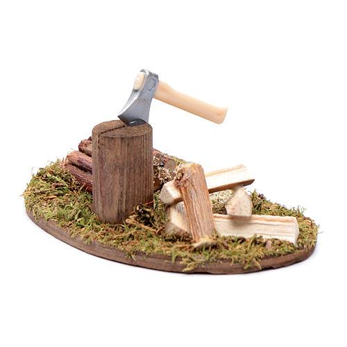 Accessorio presepe ascia con tronchi in legno 2