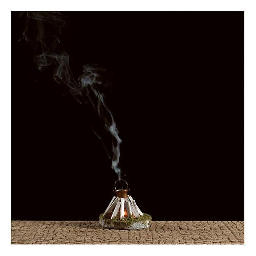 Olla sobre fogata y leña con generador de humo 4,5V 2
