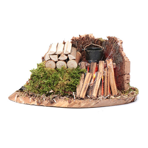 Pentola su fuoco con legna e parete di sughero 5x15x5 cm 1
