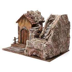 Mulino ad acqua presepe con casa a sinistra parte di montagna sopra tetto con tegole 45X35X45 s2
