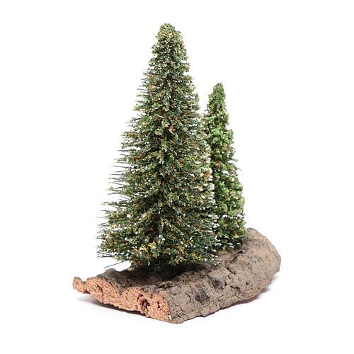 Dos pinos sobre roca para belén 10x5x10 cm 2