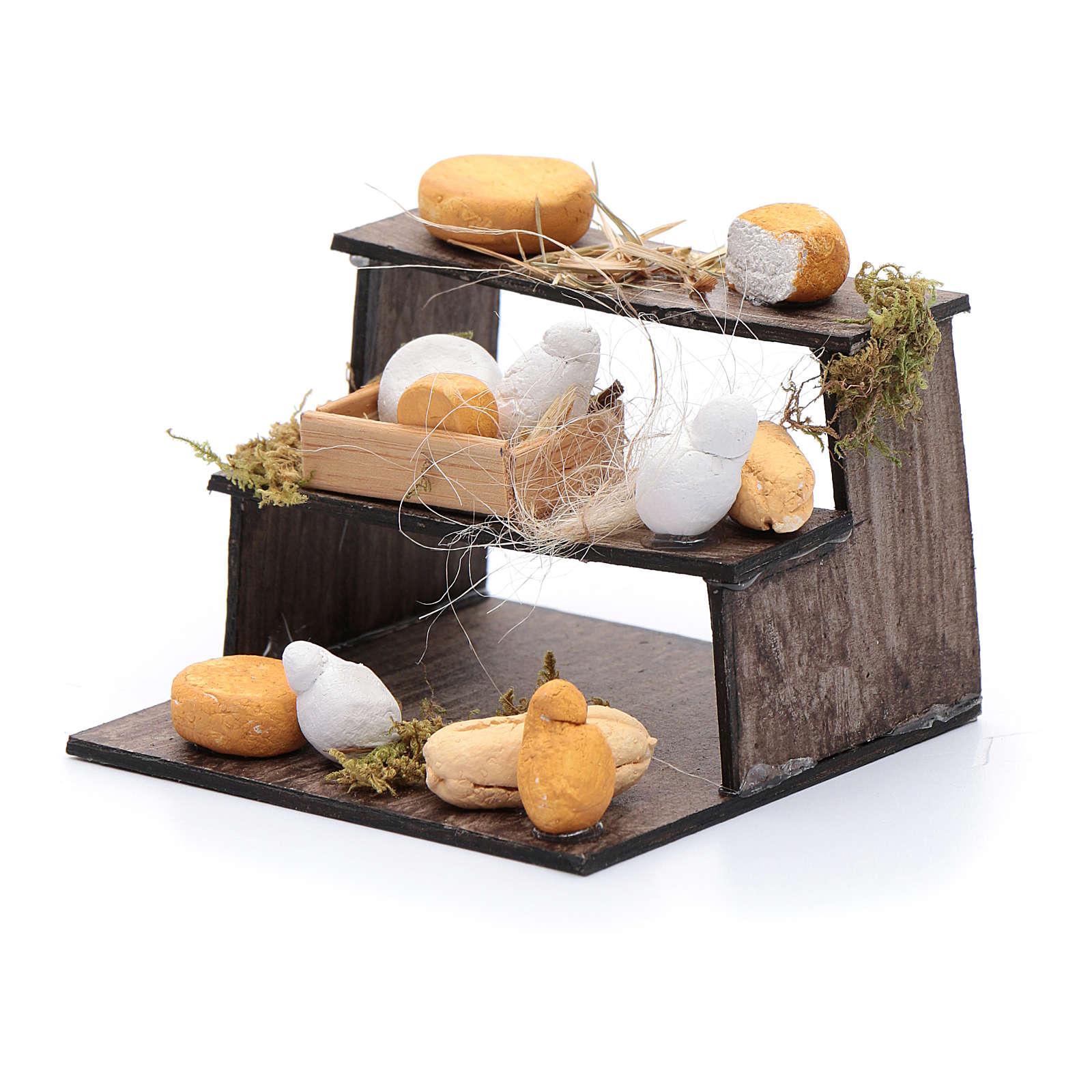 Forme di formaggi su banco di tre piani presepe napoletano 4