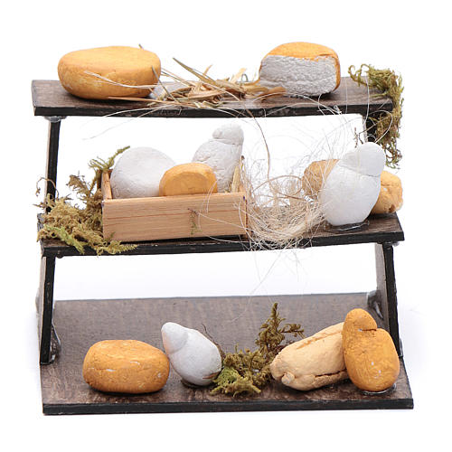 Forme di formaggi su banco di tre piani presepe napoletano 1
