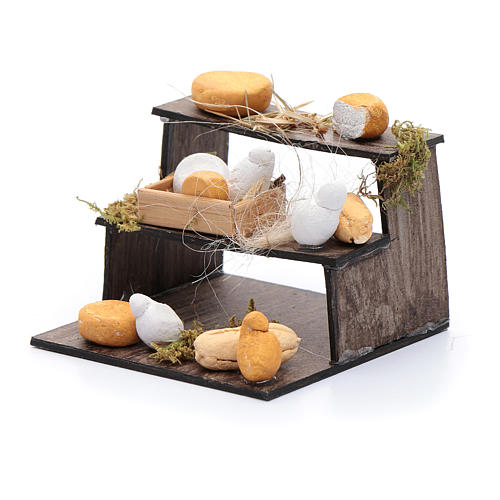 Forme di formaggi su banco di tre piani presepe napoletano 2
