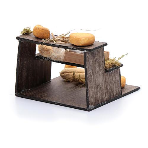Forme di formaggi su banco di tre piani presepe napoletano 3