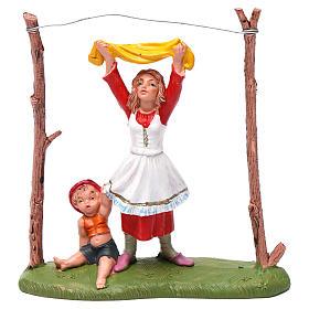 Donna che stende i panni 10 cm Fontanini s1