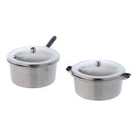 Accessori presepe per casa: Pentole in acciaio con coperchio e diametro di 2 cm