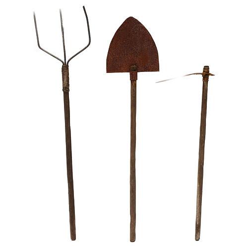Attrezzi da lavoro tre modelli presepe napoletano cm 22 metallo e legno 1