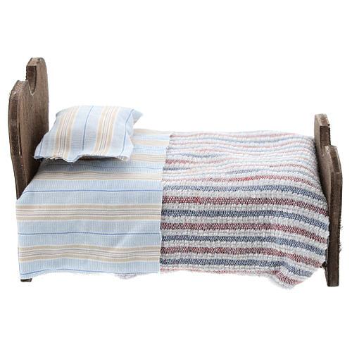 Cama de madera sábana y manta de tela 10 cm 1