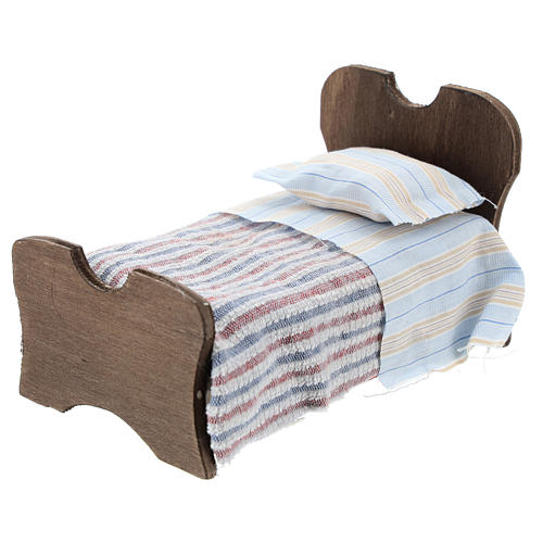 Cama de madera sábana y manta de tela 10 cm 2