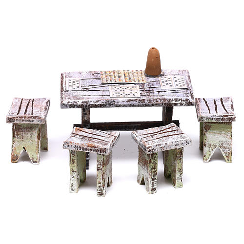 Tavolo tombola e sgabelli di 5x5x5 cm per presepe di 10 cm  1