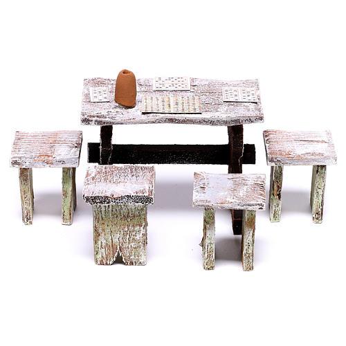 Mesa bingo y 4 taburetes de 5x5x5 cm para belén de 12 cm 1