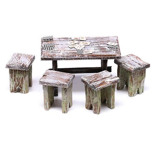 Mesa con cartas y 4 taburetes de 5x5x5 cm para belén de 10 cm 1