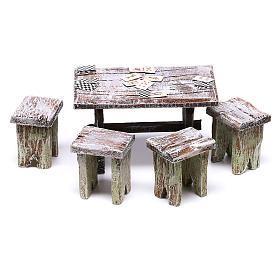 Acessórios de Casa para Presépio: Mesa com cartas e 4 tamboretes 5x5x5 cm para presépio com figuras de 10 cm de altura média