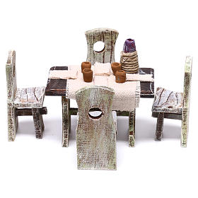Acessórios de Casa para Presépio: Mesa com copos garrafa e 4 cadeiras 5x5x5 cm para presépio com figuras de 10 cm de altura média