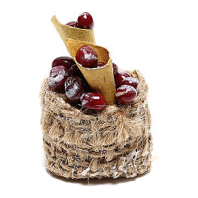 Chestnut basket with cones for Nativity scenes of 10 cm s1