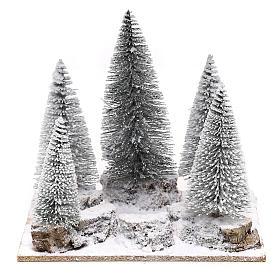 Forêt de sapins enneigés pour crèche en style nordique de 6 cm s1