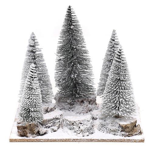 Forêt de sapins enneigés pour crèche en style nordique de 6 cm 1
