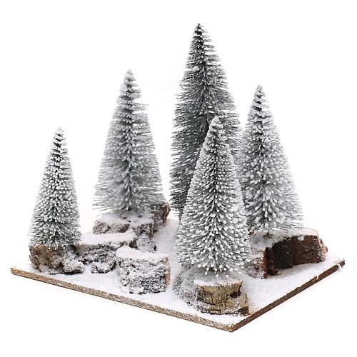 Forêt de sapins enneigés pour crèche en style nordique de 6 cm 2