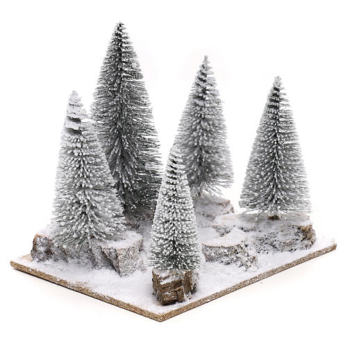 Bosco di pini innevato per presepe in stile nordico di 6 cm 3