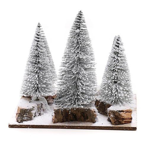 Bosco di pini innevato per presepe in stile nordico di 6 cm 4