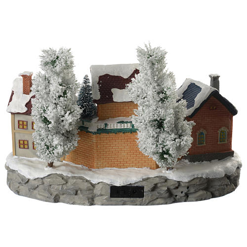 Pueblo Navideño en miniatura invernal con trenecito en movimiento 4