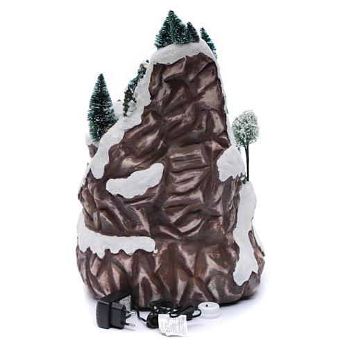 Paisaje navideño con montaña y movimiento 45x30x25 cm 5