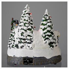 Village blanc de Noël avec train en mouvement 20x20x20 cm s5
