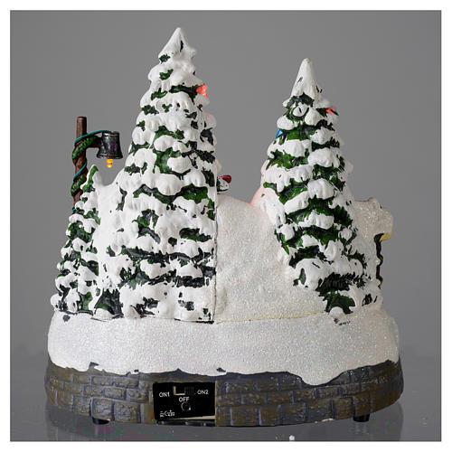 Miasteczko białe bożonarodzeniowe z pociągiem poruszającym się 20x20x20 cm 5
