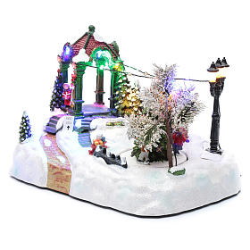 Animated village with tree, movement, led lights and Christmas music 20x25x15 cm s2