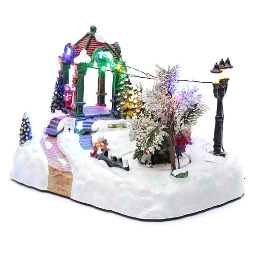 Paisaje navideño con movimiento, luces y música navideña 20x25x15 cm 2