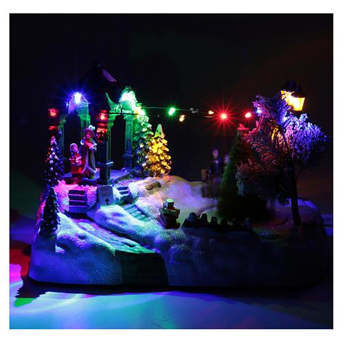 Villaggio animato albero movimento luci led musica natalizia 20x25x15 cm 4