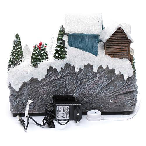 Pista da sci natalizia con albero in movimento 25x30x15 cm 5