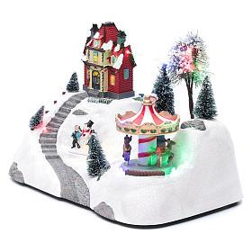 Escena navideña musical con carrusel y patinador en movimiento 20x30x15 cm s2