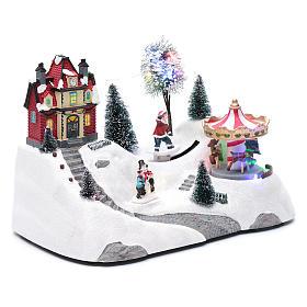 Escena navideña musical con carrusel y patinador en movimiento 20x30x15 cm s3