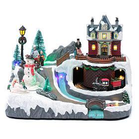 Weihnachtsszene Zug und Schneemann 20x25x20cm Licht und Bewegung s1