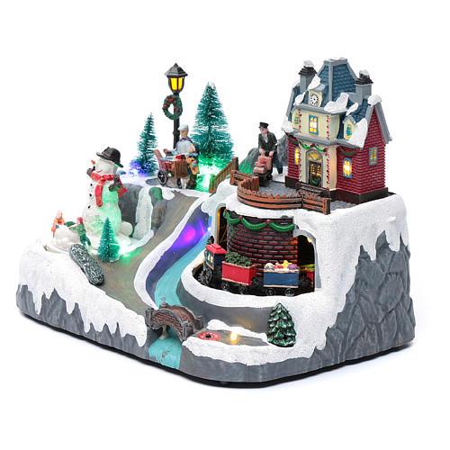 Weihnachtsszene Zug und Schneemann 20x25x20cm Licht und Bewegung 2