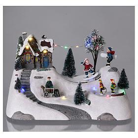 Scenka bożonarodzeniowa z melodyjką ruchomym torem skejta i lodowiskiem 20x30x15 cm s2