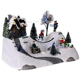 Scenka bożonarodzeniowa z melodyjką ruchomym torem skejta i lodowiskiem 20x30x15 cm s4