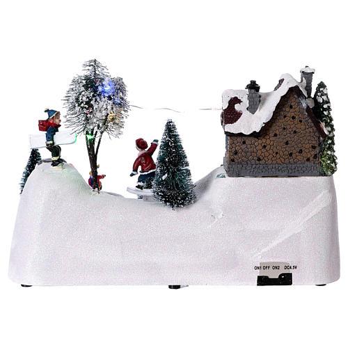 Scenka bożonarodzeniowa z melodyjką ruchomym torem skejta i lodowiskiem 20x30x15 cm 5