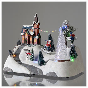 Paisaje de Navidad con música, iglesia, muñeco de nieve y árbol en movmimento 20x30x15 cm s3