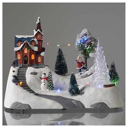 Paisaje de Navidad con música, iglesia, muñeco de nieve y árbol en movmimento 20x30x15 cm 2