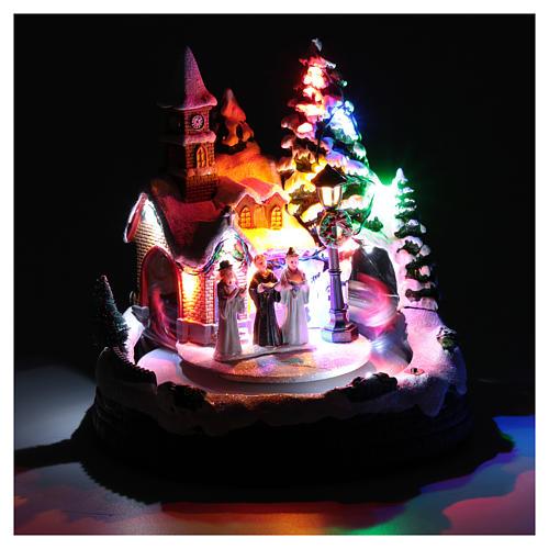 Aldea navideña iluminada musical movimiento carruajes 20x19x18 cm 4