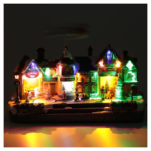 Bożonarodzeniowe miasteczko oświetlone z melodią ruchem reniferów choinki postaci na zlodowaciałym jeziorze 27x41x17 cm 4
