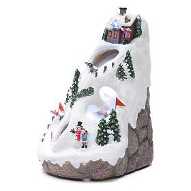 Villaggio natalizio luminoso musicale movimento sciatori 28X19X23 cm s2