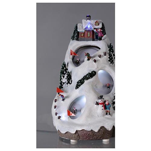 Villaggio natalizio luminoso musicale movimento sciatori 28X19X23 cm 2