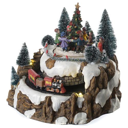 Winterszene Zug und Kinder um Tannenbaum 25x20cm Licht und Bewegung 2