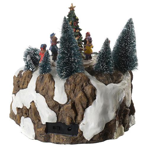Winterszene Zug und Kinder um Tannenbaum 25x20cm Licht und Bewegung 4