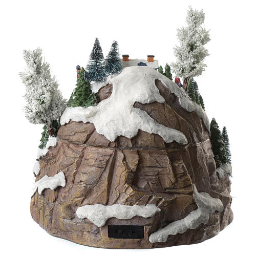 Weihnachtsdorf auf Berg, mit Beleuchtung, Musik und Pferdeschlitten in Bewegung, 35x35x30 cm 4