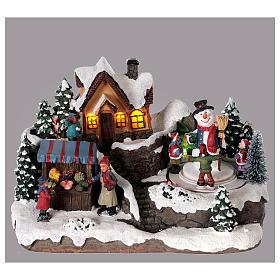 Winterszene Kind mit Tannenbaum 25x15x15cm Licht und Bewegung mit Batterien s2